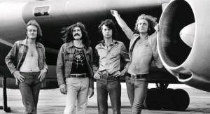 Quando a objetiva de Gruen focou o Led Zeppelin pela primeira vez, a banda já tocava para enormes platéias e já tinha seu próprio avião, 1973