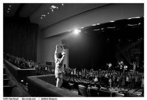 "A roda formada pelo público durante a música ""Copacabana"". Foto: Dani Gurgel/Auditório Ibirapuera"