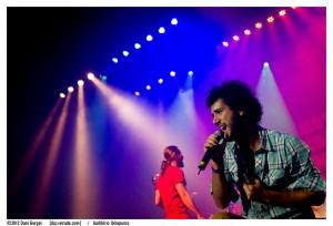 O carismático vocalista André Gonzáles. Foto: Dani Gurgel/Auditório Ibirapuera