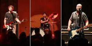Da esq. p/ a direita? o baixista Jason Narducy, o baterista Jon Wurster e Bob Mould. Foto: Marcela Lima