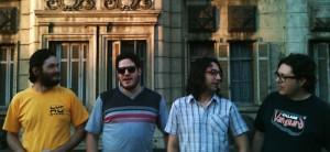 "O Lavoura: Paulo Pires (bateria, programações), Fernando TRZ (piano elétrico, synths), Caleb Mascarenhas (synths, samples e programações) e Fabiano ""iB"" Alcântara (baixo)"