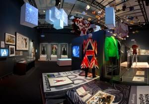 Figurinos de Bowie expostos no Victoria and Albert Museum (Divulgação)