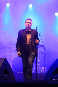Jim Reid, líder e vocalista da banda escocesa The Jesus and Mary Chain