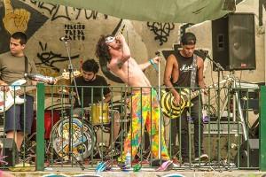 Stranger Danger em apresentação no festival AMARiana.