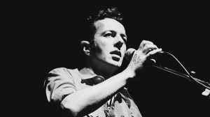 Joe Strummer, vocalista e guitarrista da The Clash, terá um doc sobre ele no festival.