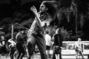 Gabriel Peret dança no Flashmob Bowie. Foto: Leonardo Veras