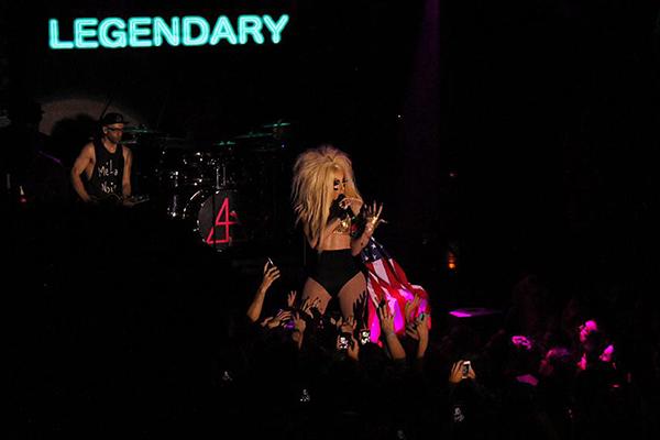 "Alaska canta ""Legendary""em show na The Week. Foto: Rafael Gushiken"