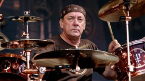 Neil Peart, baterista do Rush, que assina um dos modelos de tênis da Urbann Boards