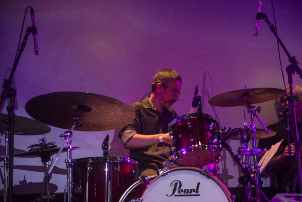 o baterista Rogério Bastos.