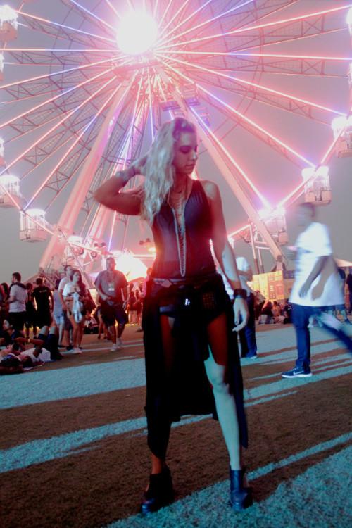 A primeira semana do festival funcionou, principalmente, como uma espécie de evento social de ostentação de estilos e beldades.