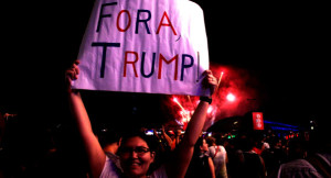 Fora Trump: óbvio que não poderia faltar esse tipo de manifestação contra o símbolo mor da direta em voga no mundo atual.